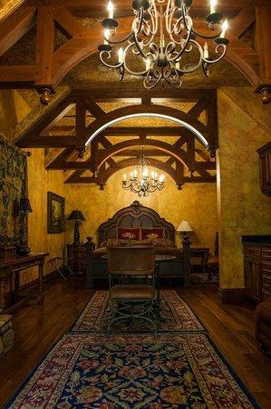 Landoll's Mohican Castle: Hardesty Suite