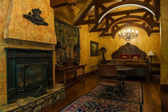 Landoll's Mohican Castle: our room