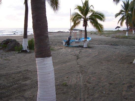 Majahua Palms: Fishing boat
