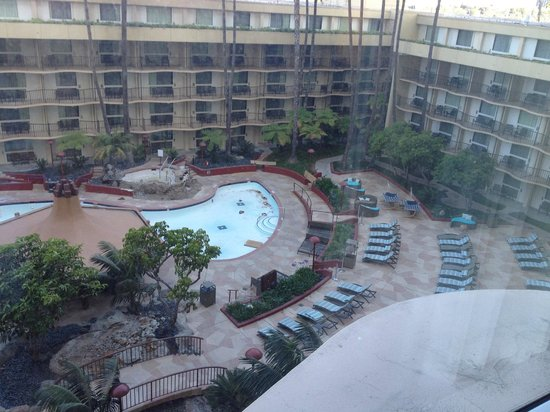 Los Angeles Airport Marriott: Dirty Pool-disable