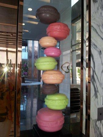 Sofitel Bangkok Sukhumvit: Le Macaron no lobby do Sofitel