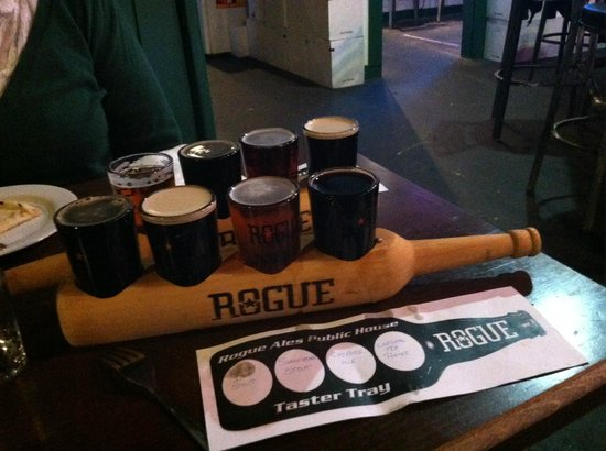 Rogue Ales Public House: Beer sampler!