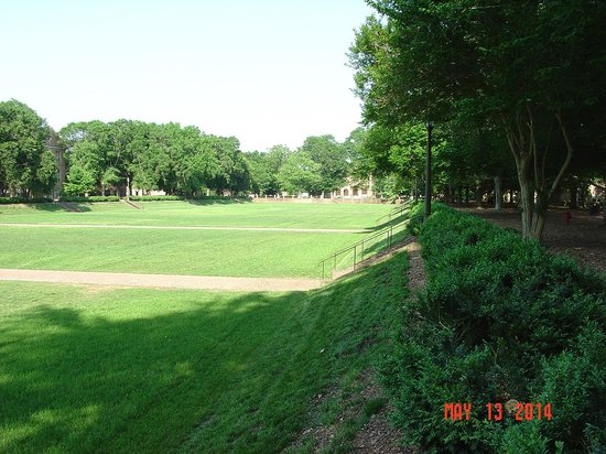 The College of William and Mary : College camp grounds