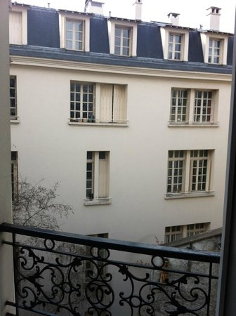 Hotel Residence Henri 4: View from the bathroom