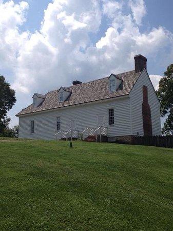 Smithfield Plantation: side view of main house