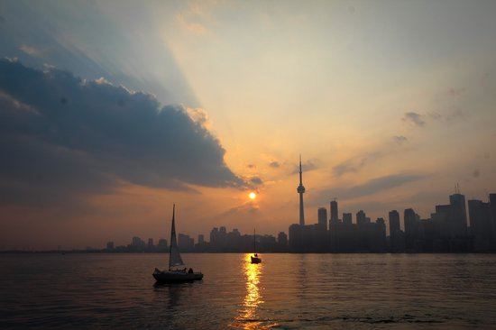 Toronto Bicycle Tours: The beautiful skyline of downtown Toronto. Get your cameras ready!
