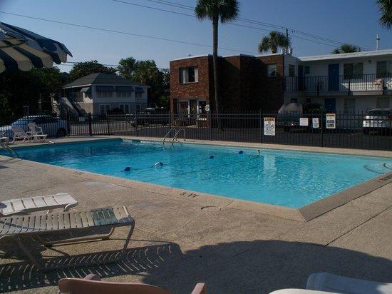 Royal Palm Motel: Nice clean pool!
