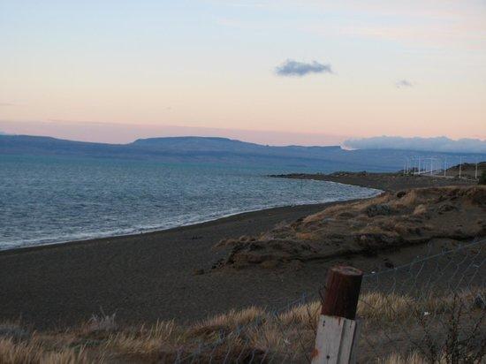 Laguna Nimez Reserve: La costa del Lago Argentino desde la reserva