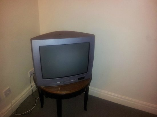 Britannia Sachas Hotel: OUTDATED TV