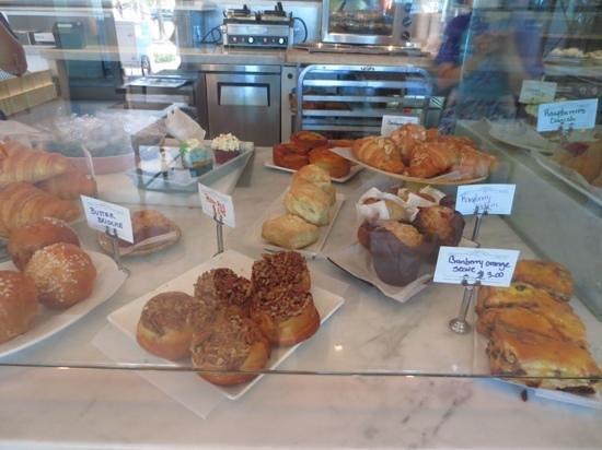 Lee & Marie's Cakery: pastries
