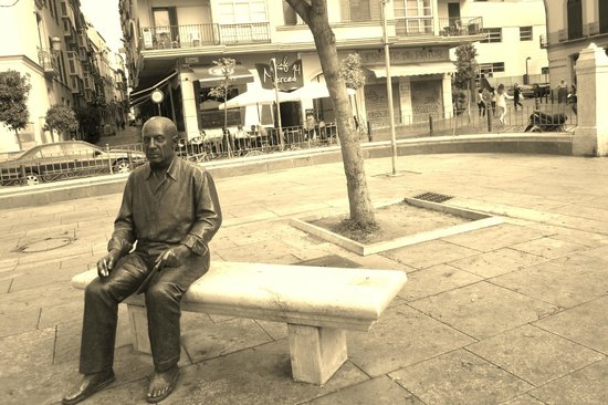 Plaza de la Merced: Most people sit with him but the shot of him alone is more interesting by far.