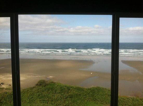 Shilo Inn Suites Hotel - Newport: Wow, what a view-- and from the cheap room.