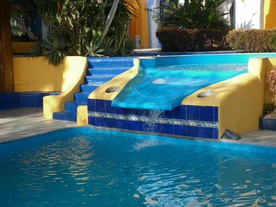 مانتارايا لودج: Otro detalle de la zona de piscina