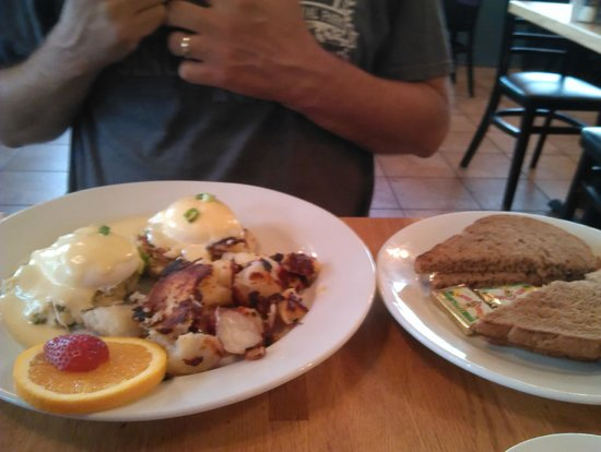 Sunflower Bakery and Cafe: Crab Cakes & Eggs Breakfast