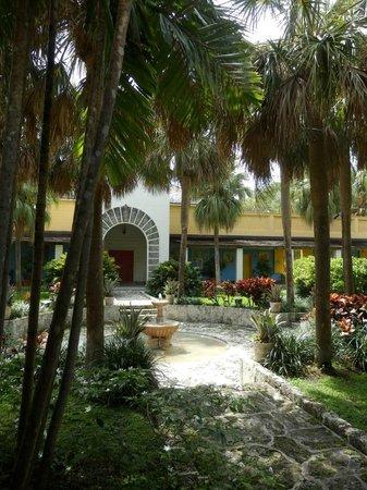 Bonnet House Museum and Gardens: Internal courtyard