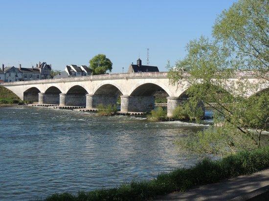 Chateau d'Amboise: Lovely bridges over the Loire river