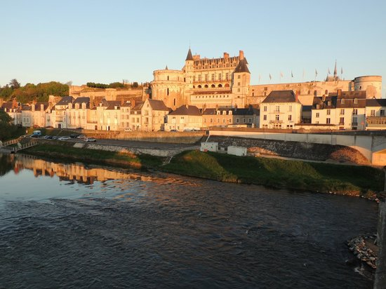 Chateau d'Amboise: Sunset view on the castle. Magical
