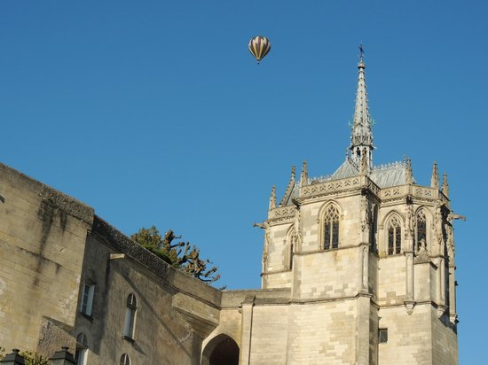 Chateau d'Amboise: Balloon rides over the castle