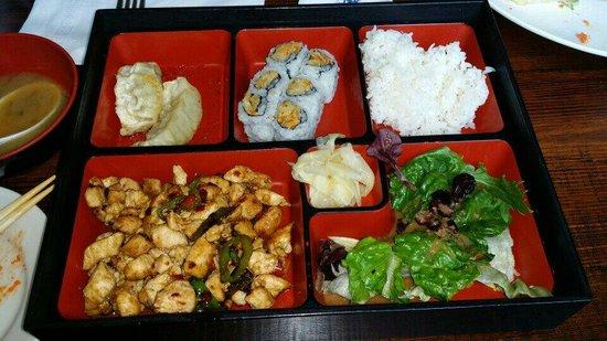 Lily Asian Restaurant : Bento Box: Grilled Spicy Chicken