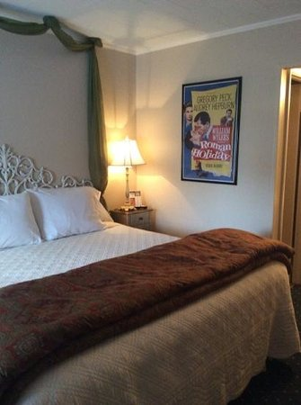 American Boutique Inn - Lakeview : Roman Holiday themed room