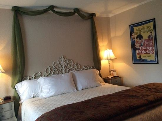 American Boutique Inn - Lakeview : King bed with memory mattress