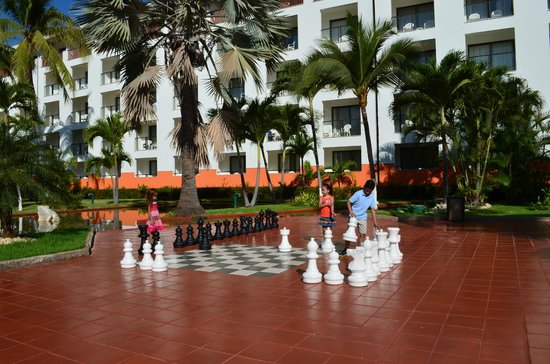 Meliá Puerto Vallarta All Inclusive: Giant chess