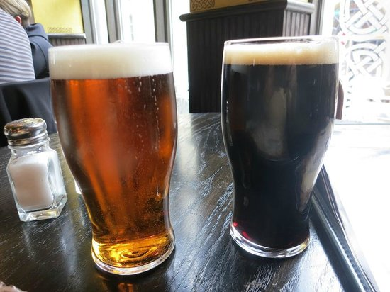 The Old Triangle Irish Ale House : 2 Canadian pints