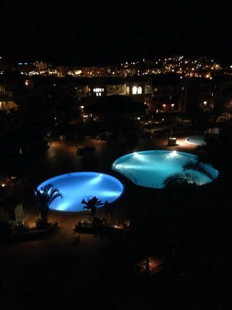 Granada Park Apartments: pool at night from are room