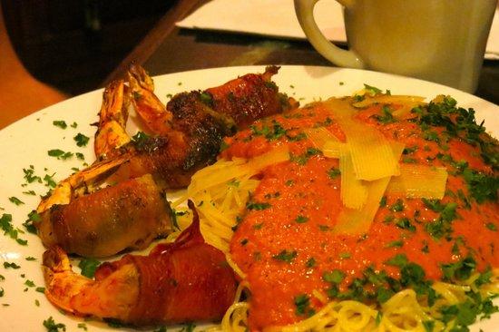 Pascucci Restaurant : Pesto-stuffed shrimp wrapped in prosciutto