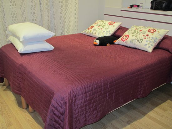 Hotel Victor Hugo Nice: clean, comfortable bed