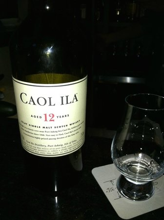 Spur Gastropub: Nice selection of Scotches