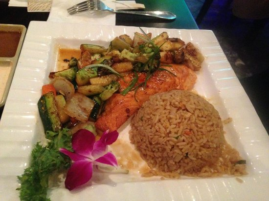 Kumo's Japanese Steakhouse and Sushi: Grilled Salomon with vegetables, yammy
