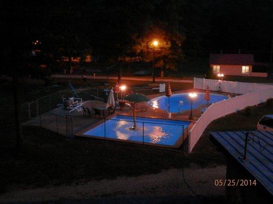Clearwater Lake Resort : Night Swim