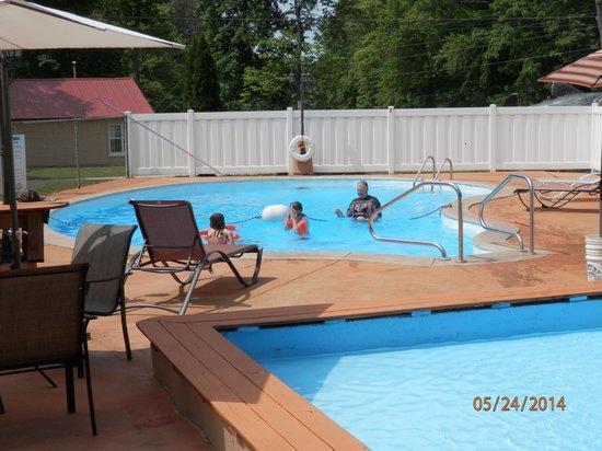 Clearwater Lake Resort : swimming