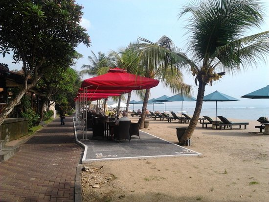 Inna Sindhu Beach: Outside the hotel