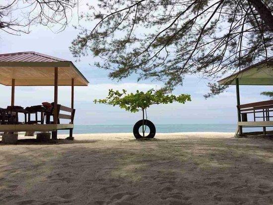 Mantanani Island: white sand, green water