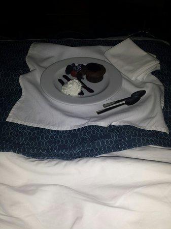 Ocean Place Resort & Spa: Chocolate torte via room service!