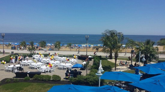 Ocean Place Resort & Spa: View from standing at the pool
