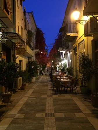 Aetoma Hotel : the stunning streets of Nafplio. Gr.