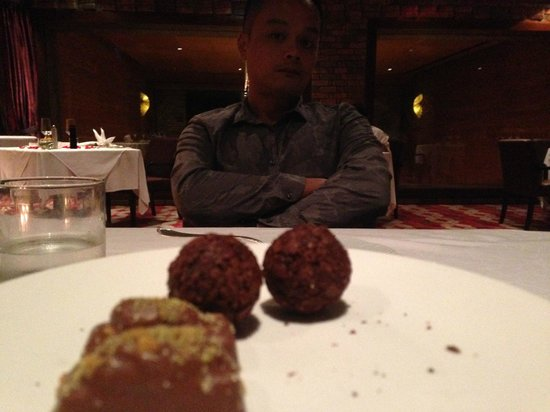 Feringgi Grill : Complimentary chocolate after dinner