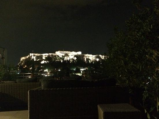 Plaka Hotel: a view of Acropolis from the rooftop terrace at night❤️