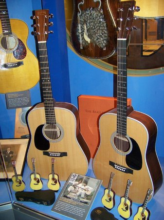 Martin Guitars: Model used by the Beatles in Rishikesh