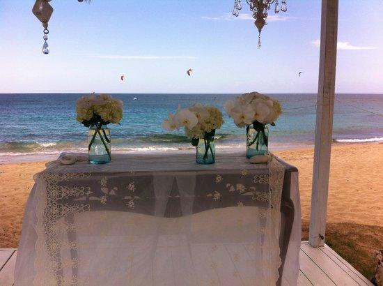Villa Montana Beach Resort: Wedding in front beach