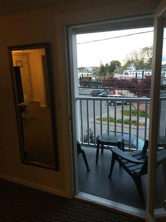 Hyannis Harbor Hotel: View from balcony toward harbor