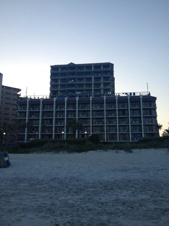 Grande Shores Ocean Resort: beach and hotel