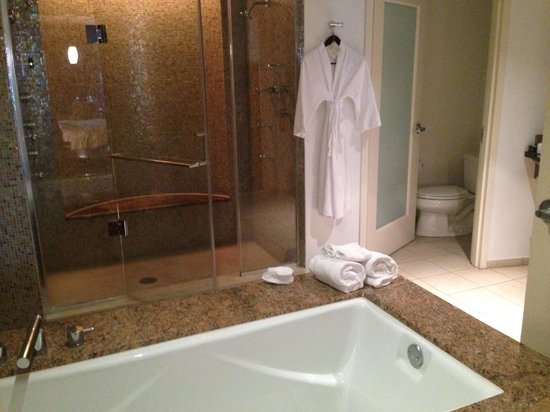 Seminole Hard Rock Hotel Hollywood : twin walk-in shower