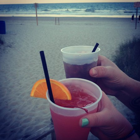 Grande Shores Ocean Resort: drinks from the shoreline cafe