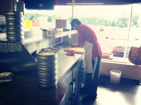 Dominick's Pizza: Working away!