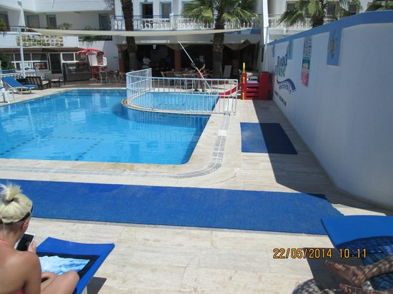 Roadhouse Apartments: The Pool 2