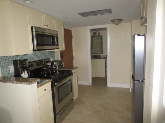 Hollywood Beach Tower: The kitchenette